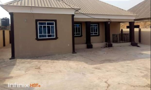 4 bedroom Detached Bungalow House for sale coca cola road, baba ode Ilorin Kwara