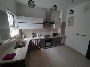 4 bedroom Detached Duplex House for shortlet golf Lakowe Ajah Lagos