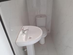 4 bedroom Semi Detached Duplex House for rent chevron lekki chevron Lekki Lagos