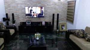 5 bedroom Flat / Apartment for sale - Apo Abuja