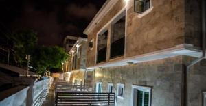 4 bedroom Terraced Duplex House for shortlet Milverton Old Ikoyi Ikoyi Lagos