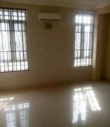 5 bedroom Flat / Apartment