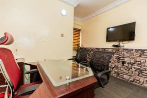 Private Office Co working space for shortlet Olukoleosho street. Obafemi Awolowo Way Ikeja Lagos