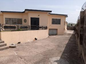 4 bedroom Semi Detached Bungalow House for rent Oni & Sons' Area Ring Rd Ibadan Oyo