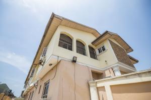 3 bedroom Blocks of Flats House for sale ... Millenuim/UPS Gbagada Lagos