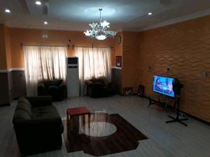 4 bedroom Detached Bungalow House for sale Behind ICAST School Akala Express Ibadan Oyo