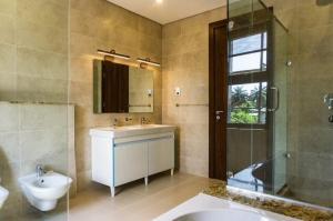 3 bedroom Flat / Apartment for rent Onikoyi Off Banana Island Road. Banana Island Ikoyi Lagos