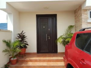3 bedroom Duplex for sale Off Akerele Street Ogunlana Surulere Lagos