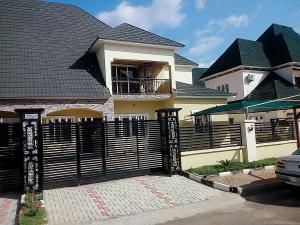 5 bedroom Semi Detached Duplex House for rent Cluster 3, River park Estate Lugbe Lugbe Abuja