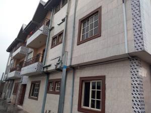 3 bedroom Blocks of Flats House for rent . Abule-Ijesha Yaba Lagos