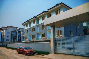 4 bedroom Blocks of Flats House for sale Iponri Surulere Lagos