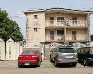 3 bedroom Blocks of Flats House for sale Olufemi off ogunlana drive  Ogunlana Surulere Lagos