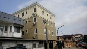 3 bedroom Flat / Apartment for rent Alagomeji Alagomeji Yaba Lagos - 0
