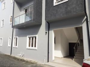 3 bedroom Flat / Apartment for rent Off kaseem eletu street, Osapa . Osapa london Lekki Lagos