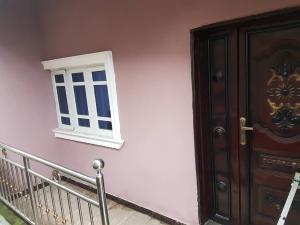 3 bedroom Flat / Apartment for rent Off olufemi  Ogunlana Surulere Lagos