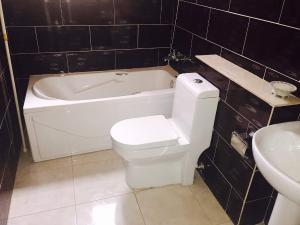 3 bedroom House for rent Off Ondo Road Banana Island Ikoyi Lagos
