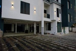 3 bedroom Flat / Apartment for sale off Allen avenue Ikeja Lagos