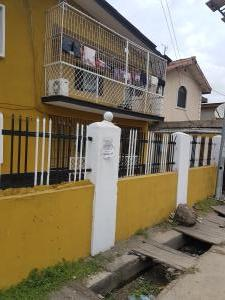 3 bedroom Shared Apartment Flat / Apartment for sale off nuru oniwo street Adelabu Surulere Lagos