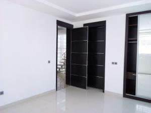 5 bedroom Detached Duplex House for sale In a Serviced Estate Lekki Phase 1 Lekki Lagos