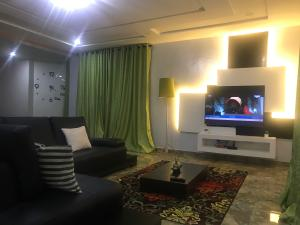 3 bedroom Flat / Apartment for shortlet Adeniyi Coker Street  ONIRU Victoria Island Lagos
