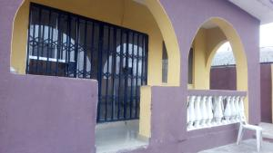3 bedroom Flat / Apartment for rent Yinka Ode street, Orisunbare  Idimu Egbe/Idimu Lagos