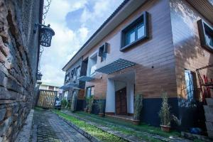 10 bedroom Hotel/Guest House Commercial Property for sale Balogun bus-stop Awolowo way Ikeja Lagos