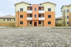 3 bedroom Blocks of Flats House for sale BEHIND THE INTERNATIONAL AIRPORT IKEJA Airport Road(Ikeja) Ikeja Lagos