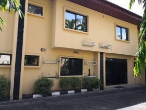10 bedroom Hotel/Guest House Commercial Property for rent Agoro-odiyan Adeola Odeku Victoria Island Lagos