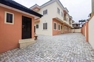 4 bedroom Terraced Duplex House for sale Off Akinpelu Ashimi street. Ogudu GRA Ogudu Lagos