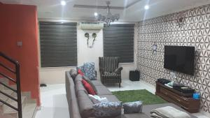 3 bedroom Massionette House for sale Jacob mew estate Alagomeji Yaba Lagos