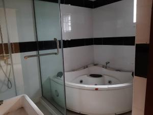 5 bedroom House for sale Lekki 2nd Toll Gate by Chevron lagos chevron Lekki Lagos