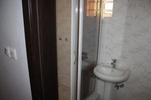 4 bedroom Semi Detached Duplex House for sale . Thomas estate Ajah Lagos