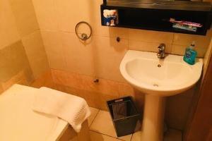 4 bedroom House for shortlet Palace Road, ONIRU Victoria Island Lagos
