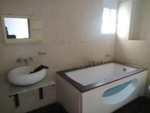 4 bedroom Terraced Duplex House for rent Landbridge avenue, by palace road ONIRU Victoria Island Lagos