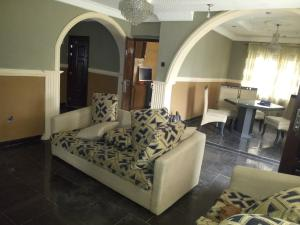 2 bedroom Self Contain Flat / Apartment for rent Zion Road Jericho hill Estate Jericho Ibadan Oyo