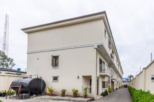 4 bedroom Terraced Duplex House for shortlet off Bishop Oluwole, Victoria island Victoria Island Lagos