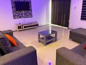 3 bedroom Flat / Apartment for shortlet 51, Oluwaleimu off Allen Avenue Ikeja. Allen Avenue Ikeja Lagos