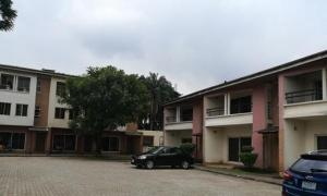 3 bedroom Shared Apartment Flat / Apartment for rent Along Idiroko Bus Stop, Maryland Shopping Mall (Shoprite) Maryland Lagos