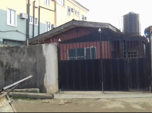 6 bedroom Detached Bungalow House for sale By Car wash bus stop Oworonshoki Gbagada Lagos