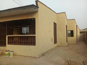 3 bedroom Shared Apartment Flat / Apartment for rent Airport alabidun junction alakia ibadan Alakia Ibadan Oyo