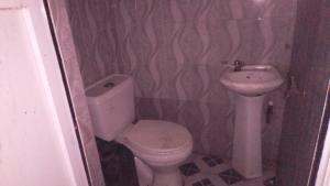 2 bedroom Flat / Apartment for rent Off cemetery road Ebute Metta Yaba Lagos