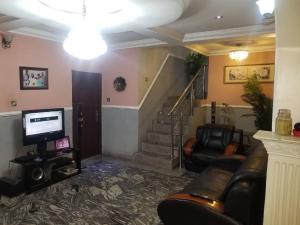 4 bedroom Semi Detached Duplex House for rent Olushola Keku Street off Cole Street Lawanson Surulere Lagos