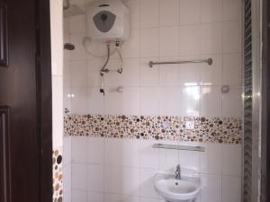 3 bedroom Flat / Apartment for rent Ajayi  Onike Yaba Lagos
