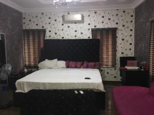 House for sale Ologolo. Lekki Lekki Lagos