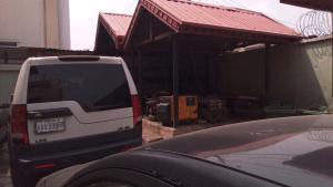 Self Contain Flat / Apartment for rent Onike iwaya road Onike Yaba Lagos