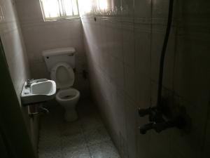 1 bedroom mini flat  Self Contain Flat / Apartment for rent Community Road  Akoka Yaba Lagos