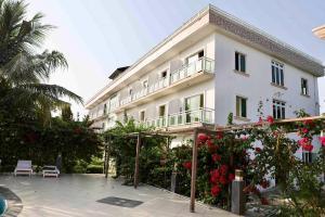 10 bedroom Hotel/Guest House Commercial Property for sale Eleko Ibeju-Lekki Lagos