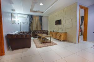 2 bedroom Mini flat Flat / Apartment for shortlet Off Adebayo Doherty, Lekki Phase 1 Lekki Lagos - 2