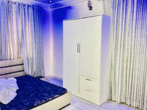 2 bedroom Flat / Apartment for shortlet Opposite Pavillon Hotel Whitesand Beach Estate Ologolo Lekki Lagos