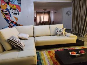3 bedroom Self Contain Flat / Apartment for shortlet Didaolu estate TY Danjuma Street ONIRU Victoria Island Lagos